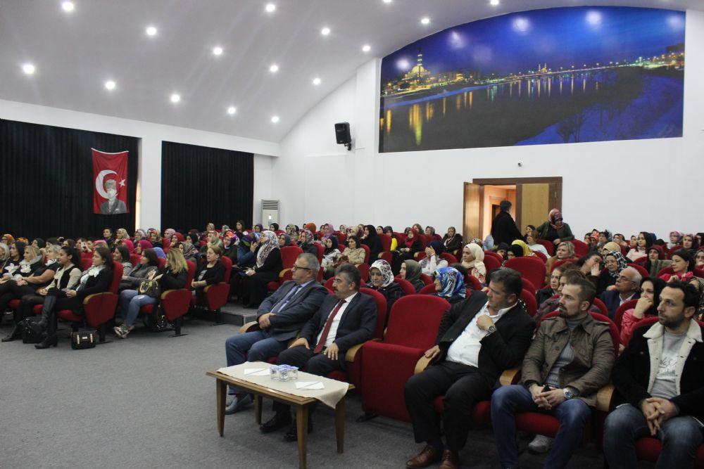 Çarşamba Ticaret Borsası Konferans Salonunda ' ' Türkiye'nin Girişimci Kadın Gücü Çarşamba Buluşması' ' Düzenlendi.